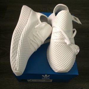 NIB Adidas Deerupt size 9
